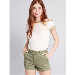 BNWT ModCloth Portland Shorts in Olive -Size 6